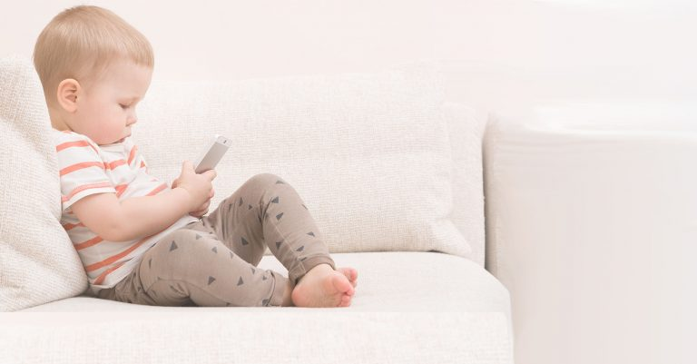 How Does Handedness in Babies Develop and When?